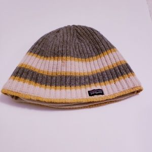 Patagonia fleece lined beanie. OS